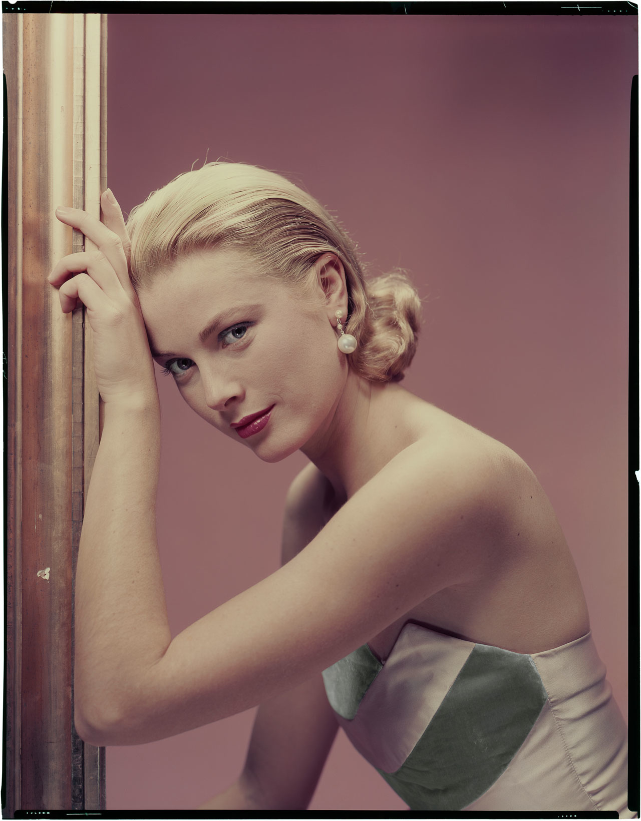 "Erwin Blumenfeld, Grace Kelly for ""The Bridges at Toko-Ri"" directed by Mark Robson, 1954 © The Estate of Erwin Blumenfeld"